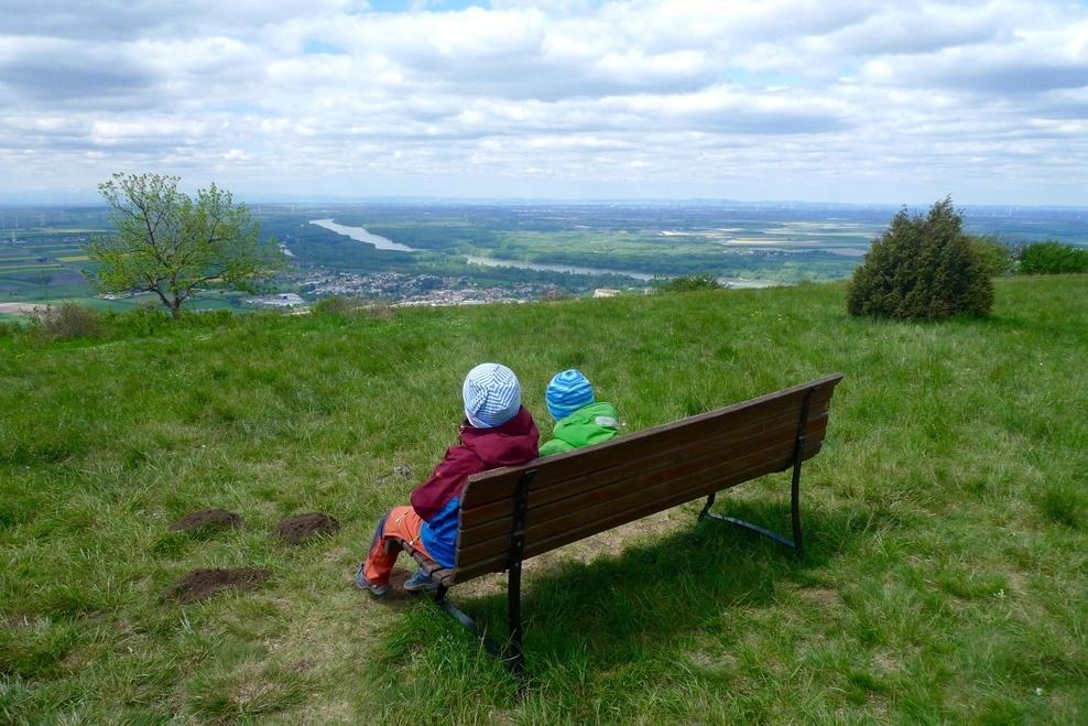 6fd8ecbd1 Túra Náučným chodníkom na Hundsheimer Berg s deťmi Na jeseň sme u našich  rakúskych susedov objavili úžasné výhľadové miesta na kopci Hundsheimer  Berg, ...
